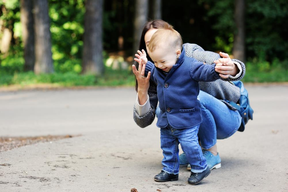 Tips on how to train your baby to walk (2)