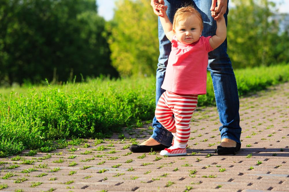 Tips on how to train your baby to walk (4)