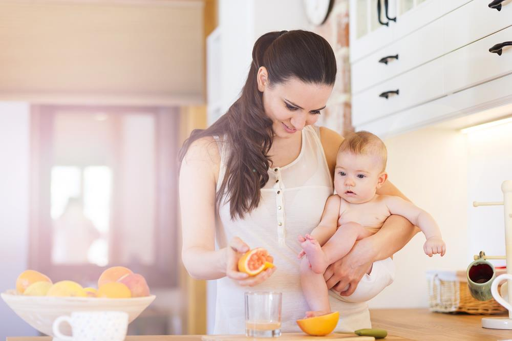 Top six tips on feeding the baby for the first time (3)